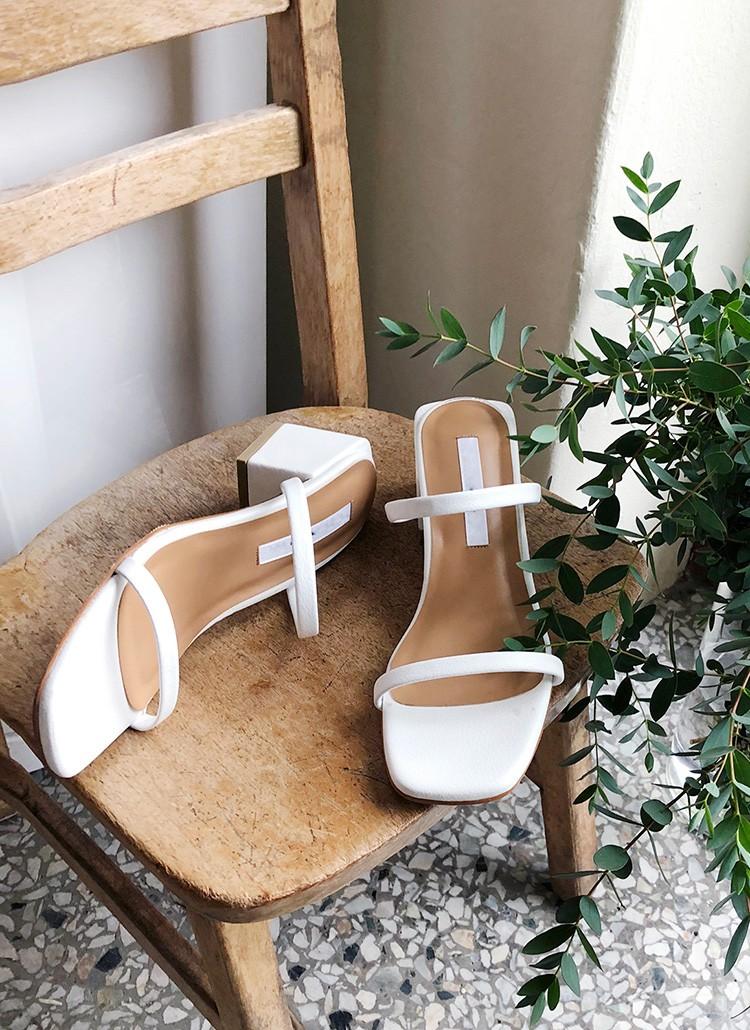Mang danh giày có gót nhưng 2 lựa chọn này không hề gây đau chân, lại mát rượi để diện vào mùa hè - Ảnh 4