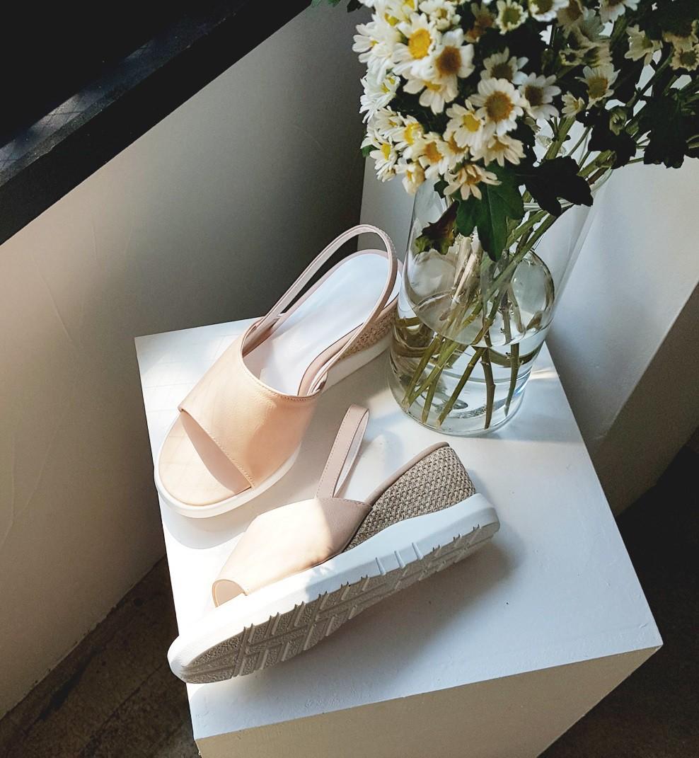 Mang danh giày có gót nhưng 2 lựa chọn này không hề gây đau chân, lại mát rượi để diện vào mùa hè - Ảnh 6