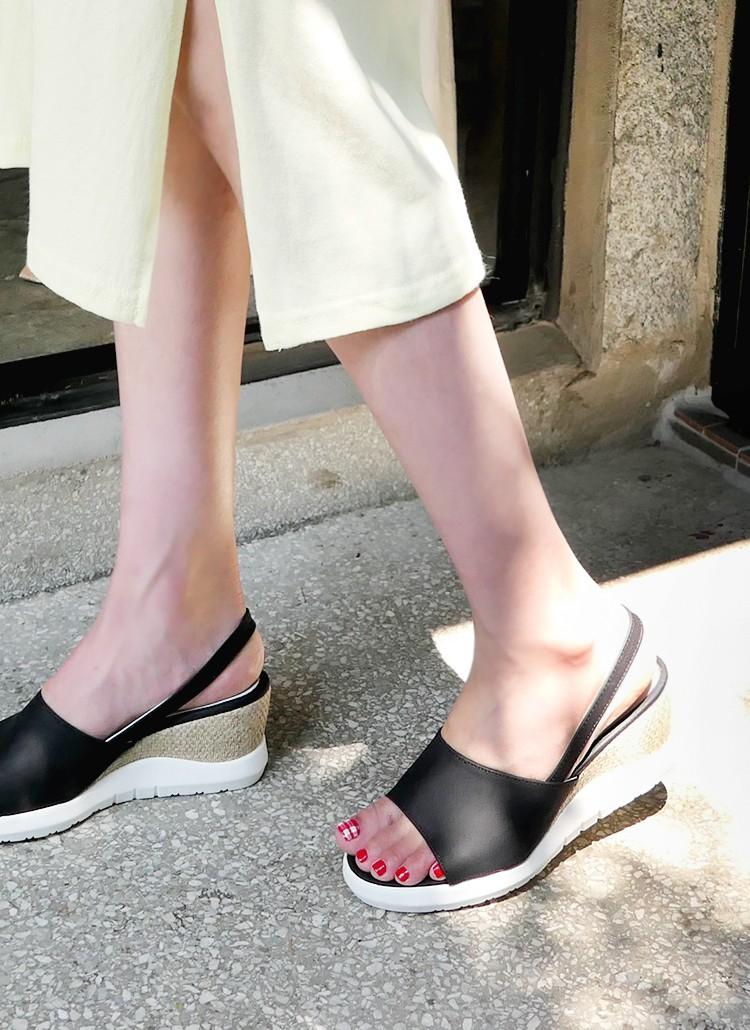 Mang danh giày có gót nhưng 2 lựa chọn này không hề gây đau chân, lại mát rượi để diện vào mùa hè - Ảnh 7