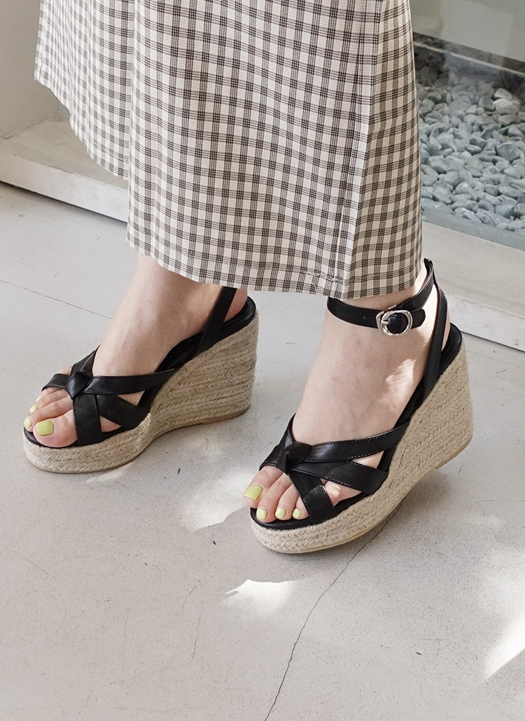 Mang danh giày có gót nhưng 2 lựa chọn này không hề gây đau chân, lại mát rượi để diện vào mùa hè - Ảnh 9
