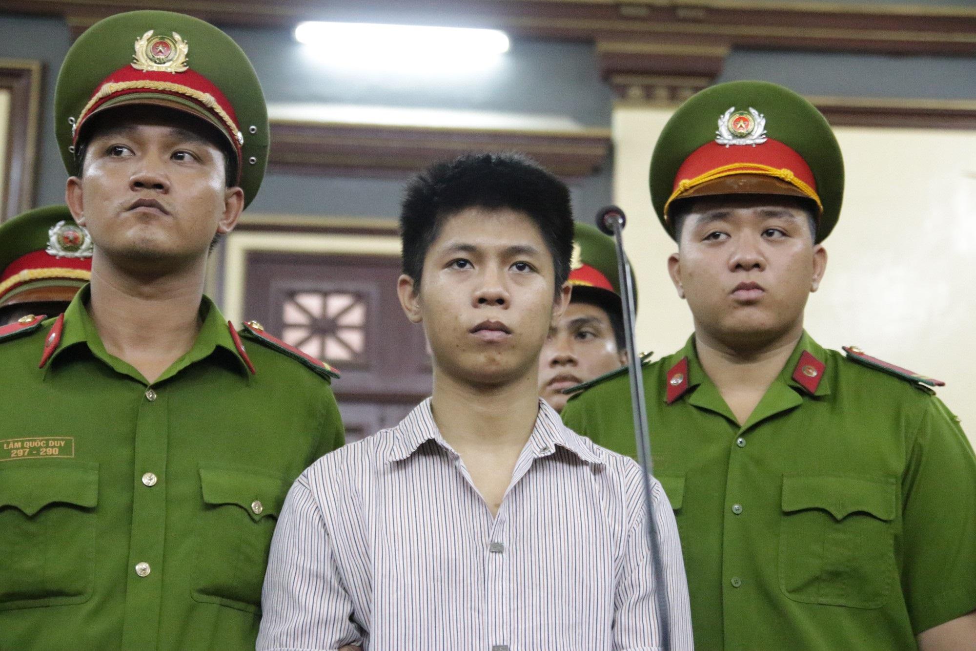 Bà nội bé gái bị tạt axit năm 7 tuổi vì mẹ 'giật chồng' người khác: Tôi muốn xin đôi mắt của tử tù Nguyễn Hữu Tình để cứu cháu - Ảnh 4