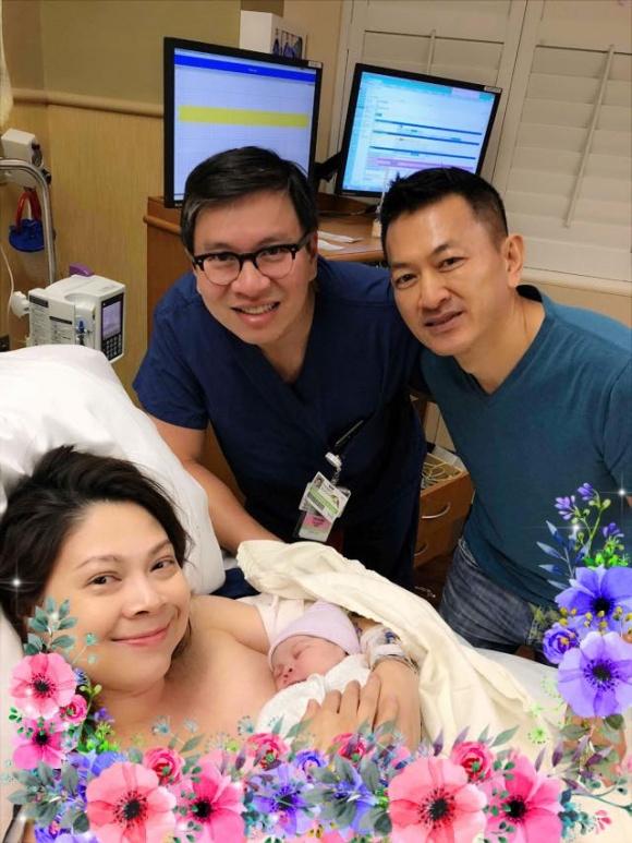 Vừa ra khỏi phòng sinh, Thanh Thảo xúc động khoe mặt con gái giống mình y đúc - Ảnh 2