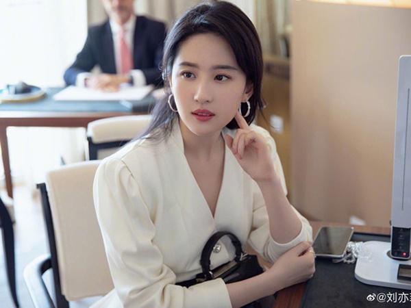 Bật mí bí quyết chăm sóc da của Tiểu Long Nữ đẹp nhất Trung Quốc 2019 - Ảnh 2