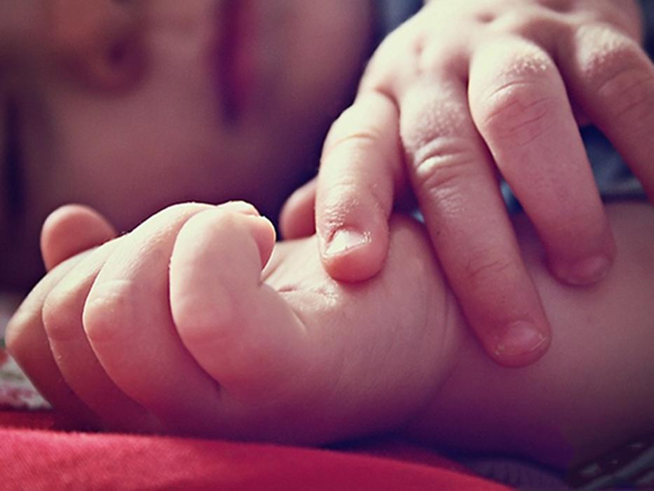 Y tá ngủ gật khiến bé 10 ngày tuổi thiệt mạng thương tâm - Ảnh 1