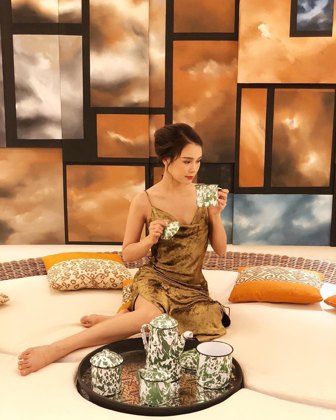 Gợi ý từ nàng Sam siêu 'nghiện' váy: 5 thiết kế sẽ đưa các cô nàng từ thái cực trẻ trung hack tuổi đến sang chảnh - Ảnh 2