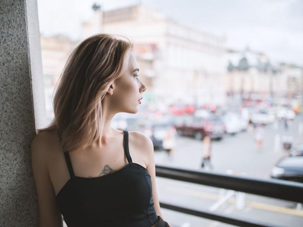 Hàng loạt nguyên nhân chẳng ngờ đến khiến da mặt của bạn ngày càng chảy xệ, lão hóa sớm - Ảnh 5