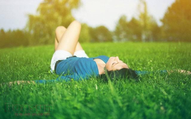 Tắm nắng đúng cách có lợi cho làn da - Ảnh 1