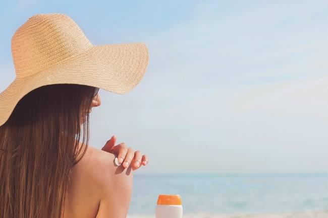 Tắm nắng đúng cách có lợi cho làn da - Ảnh 2