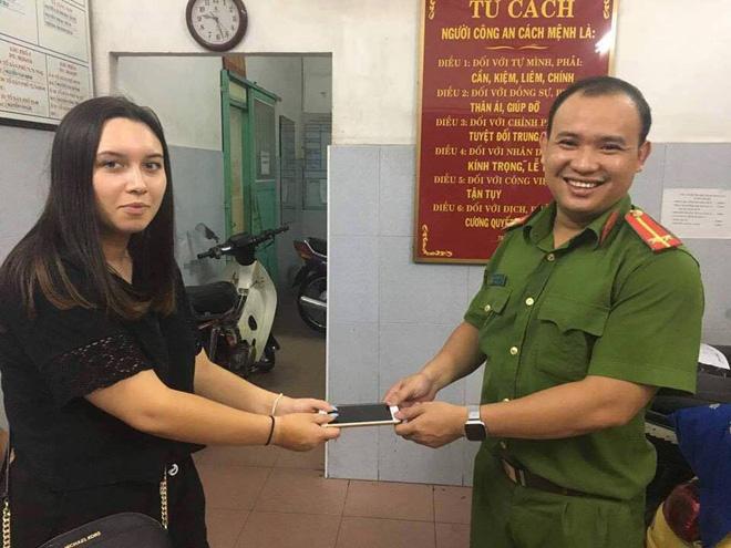 Hai nữ quái dàn cảnh trộm tài sản của nữ du khách ngoại quốc giữa trung tâm Sài Gòn - Ảnh 2