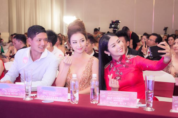 Hoa hậu Jennifer Phạm mặc váy xẻ sâu khoe vòng 1 đẹp như thần Vệ nữ - Ảnh 8