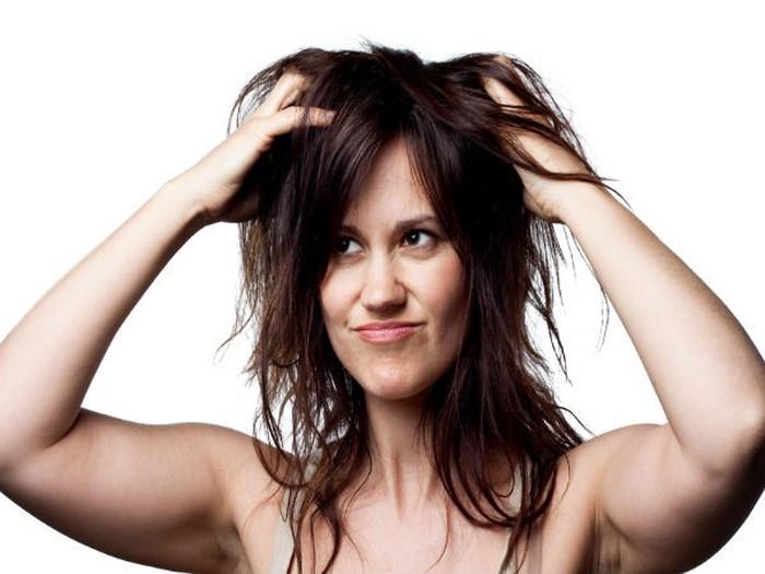 Mách bạn gái cách gội đầu để tóc mượt và óng ả hơn - Ảnh 2