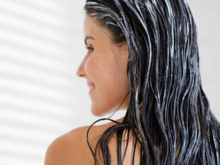 Mách bạn gái cách gội đầu để tóc mượt và óng ả hơn - Ảnh 8
