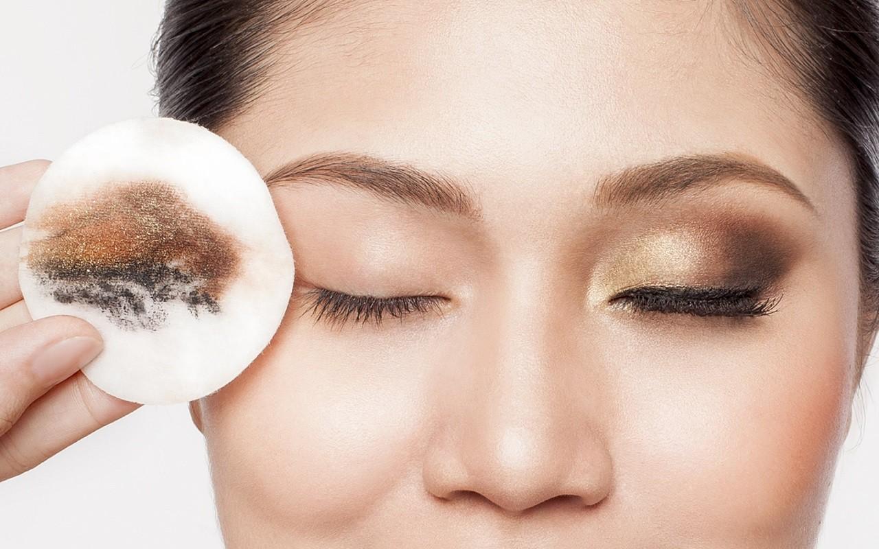 Những thói quen xấu gây ảnh hưởng nghiêm trọng đến thị lực mà nhiều người vẫn hay mắc phải - Ảnh 2