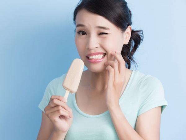 Răng hay bị ê buốt, hãy học ngay những cách giúp khắc phục tình trạng này hiệu quả - Ảnh 1