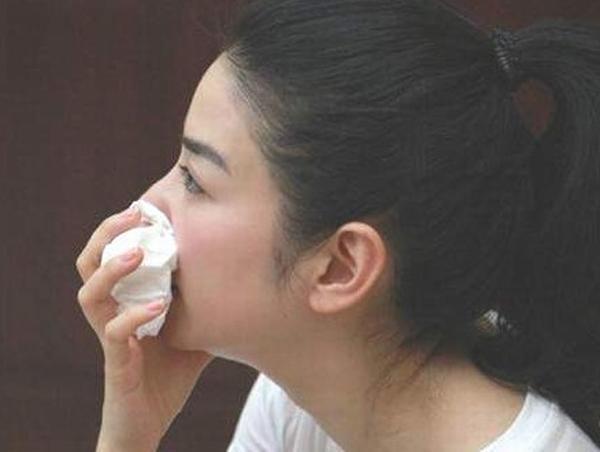 Tâm sự đẫm nước mắt của cô gái trẻ xinh đẹp mắc bệnh ung thư máu: 'Sinh mệnh vốn rất mỏng manh, chưa kịp làm gì cho bố mẹ' - Ảnh 3