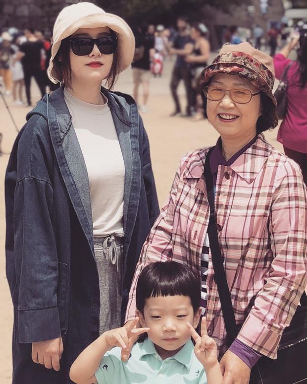 Khó hiểu động thái Goo Hye Sun trước - sau khi tuyên bố ly hôn: Đăng ảnh mẹ, cười hẹn mai gặp, xóa bài đăng chấn động - Ảnh 2