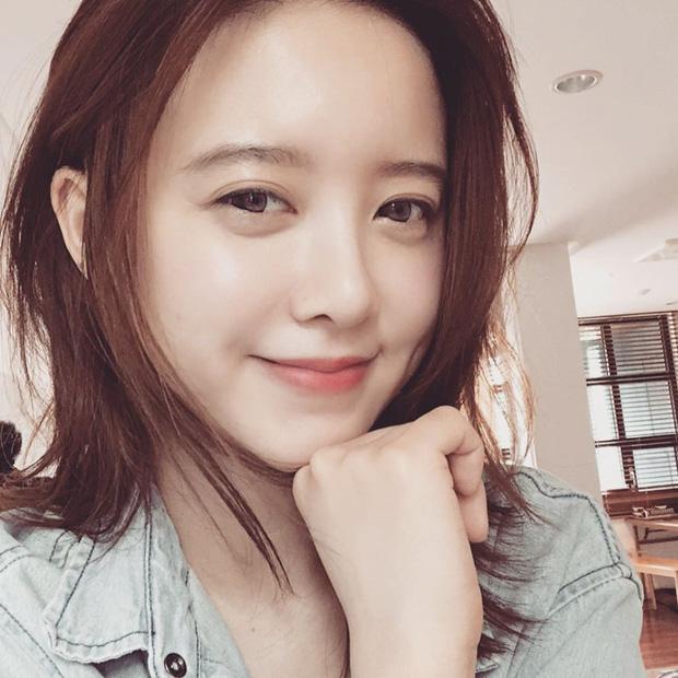 Khó hiểu động thái Goo Hye Sun trước - sau khi tuyên bố ly hôn: Đăng ảnh mẹ, cười hẹn mai gặp, xóa bài đăng chấn động - Ảnh 4