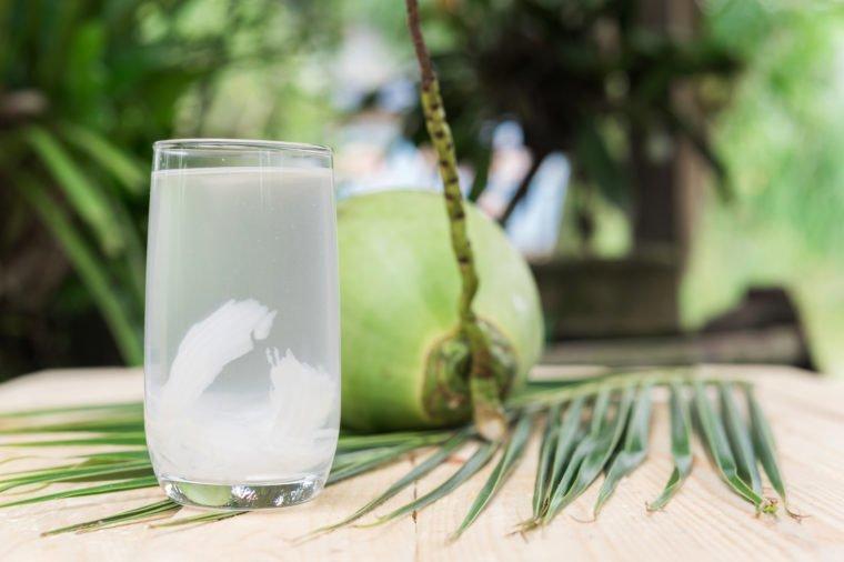 Nước dừa khiến bạn tăng cân hay béo lên trông thấy? - Ảnh 2