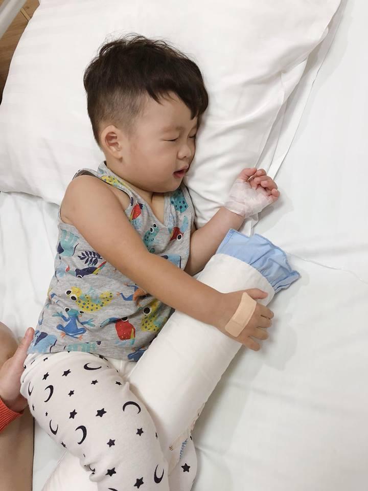 Lộ cuộc sống khó khăn chồng chất của Dương Cẩm Lynh sau ly hôn: Tiều tụy vì thức đêm chăm con bệnh - Ảnh 2