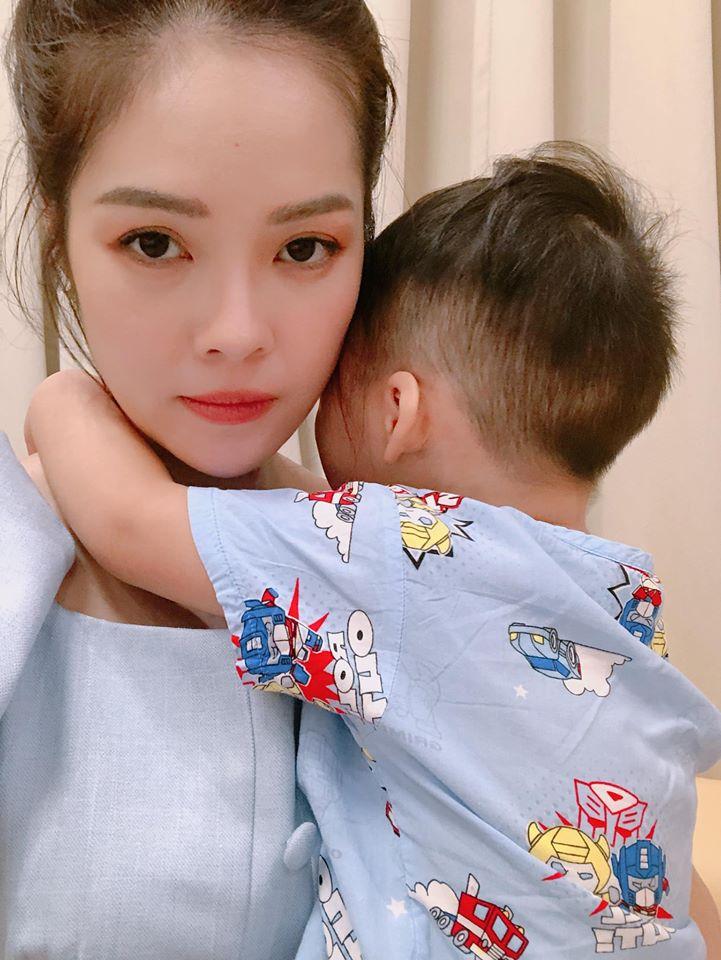 Lộ cuộc sống khó khăn chồng chất của Dương Cẩm Lynh sau ly hôn: Tiều tụy vì thức đêm chăm con bệnh - Ảnh 3
