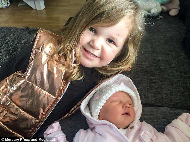 Bé gái 3 tuần tuổi bỗng dưng ngưng thở trên xe ô tô vì 1 sai lầm triệu gia đình cùng mắc - Ảnh 3