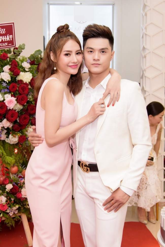 Đón sinh nhật bên Lâm Vinh Hải, Linh Chi gây sốt khi hạnh phúc tuyên bố: 'Hôm nay em chính thức là vợ anh' - Ảnh 4