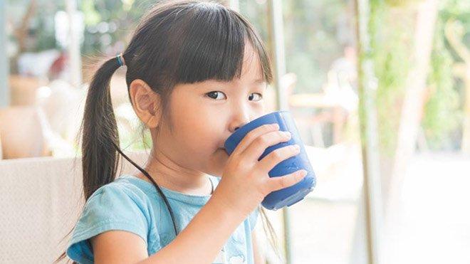 Mẹ đã biết nhu cầu nước một ngày cho bé theo từng độ tuổi cần bao nhiêu? - Ảnh 3