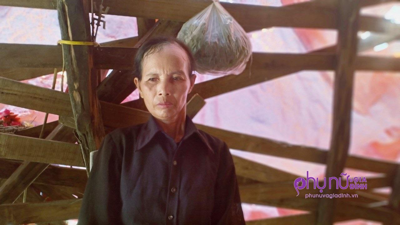 Éo le cảnh đời người mẹ đơn thân 5 năm ôm di ảnh con gái xấu số, sống côi cút trong căn nhà rách mái - Ảnh 2