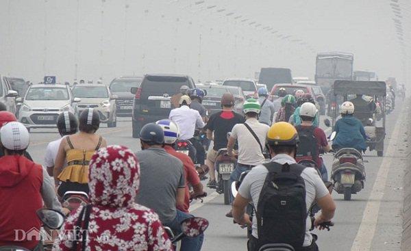 Hà Nội bị ô nhiễm không khí, bác sĩ cảnh báo khẩu trang y tế cũng không thể ngăn chặn - Ảnh 1