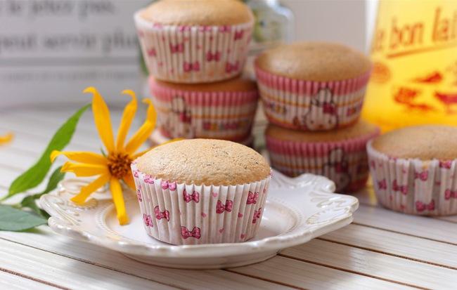 Bất cứ ai thích uống trà sữa hẳn sẽ mê mẩn ngay với món cupcake trà sữa mềm ngon thơm phức này - Ảnh 1