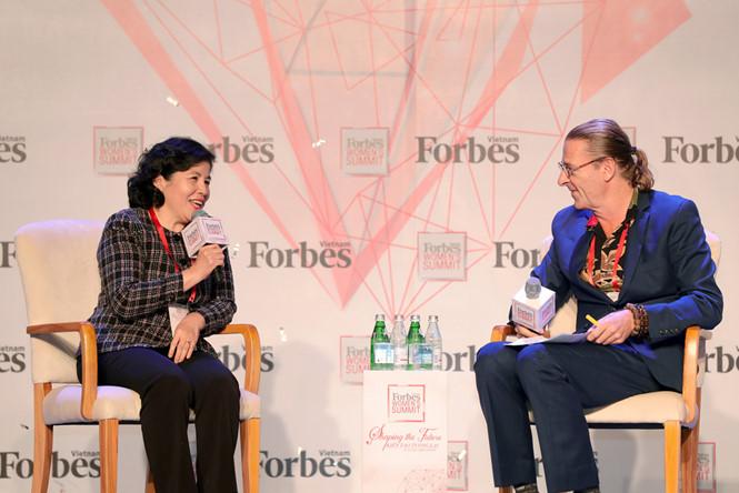Tổng giám đốc Vinamilk là người phụ nữ duy nhất được Forbes Việt Nam vinh danh với giải thưởng 'Thành tựu trọn đời' - Ảnh 2