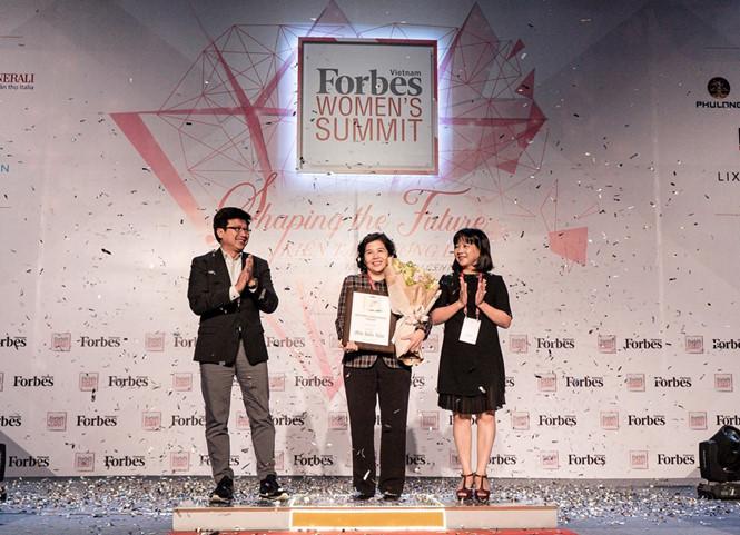 Tổng giám đốc Vinamilk là người phụ nữ duy nhất được Forbes Việt Nam vinh danh với giải thưởng 'Thành tựu trọn đời' - Ảnh 3
