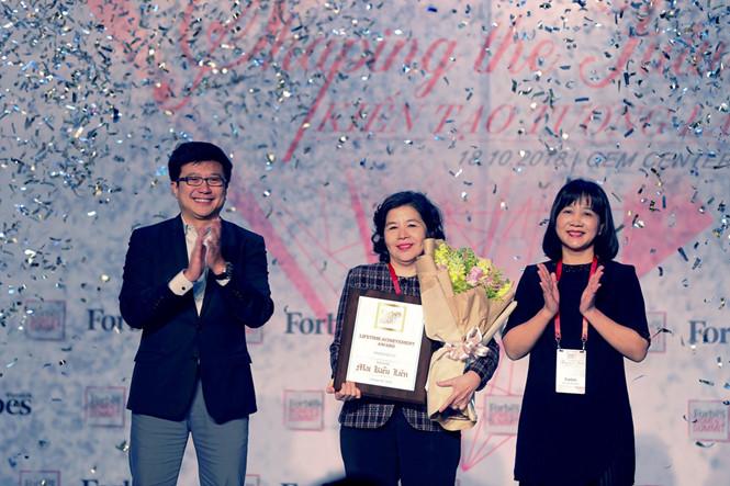 Tổng giám đốc Vinamilk là người phụ nữ duy nhất được Forbes Việt Nam vinh danh với giải thưởng 'Thành tựu trọn đời' - Ảnh 4