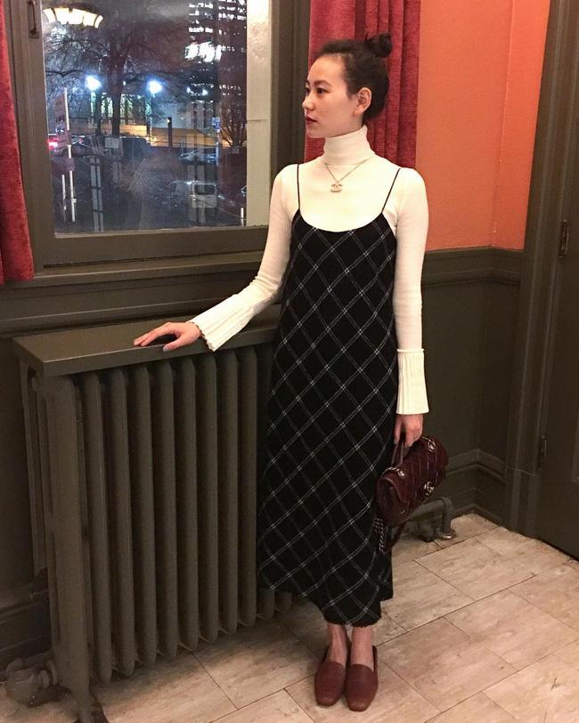 """Sợ diện váy mùa đông hơi """"phong phanh"""" thì các nàng cứ tham khảo 12 công thức này, vừa ấm áp lại xinh miễn chê - Ảnh 2"""