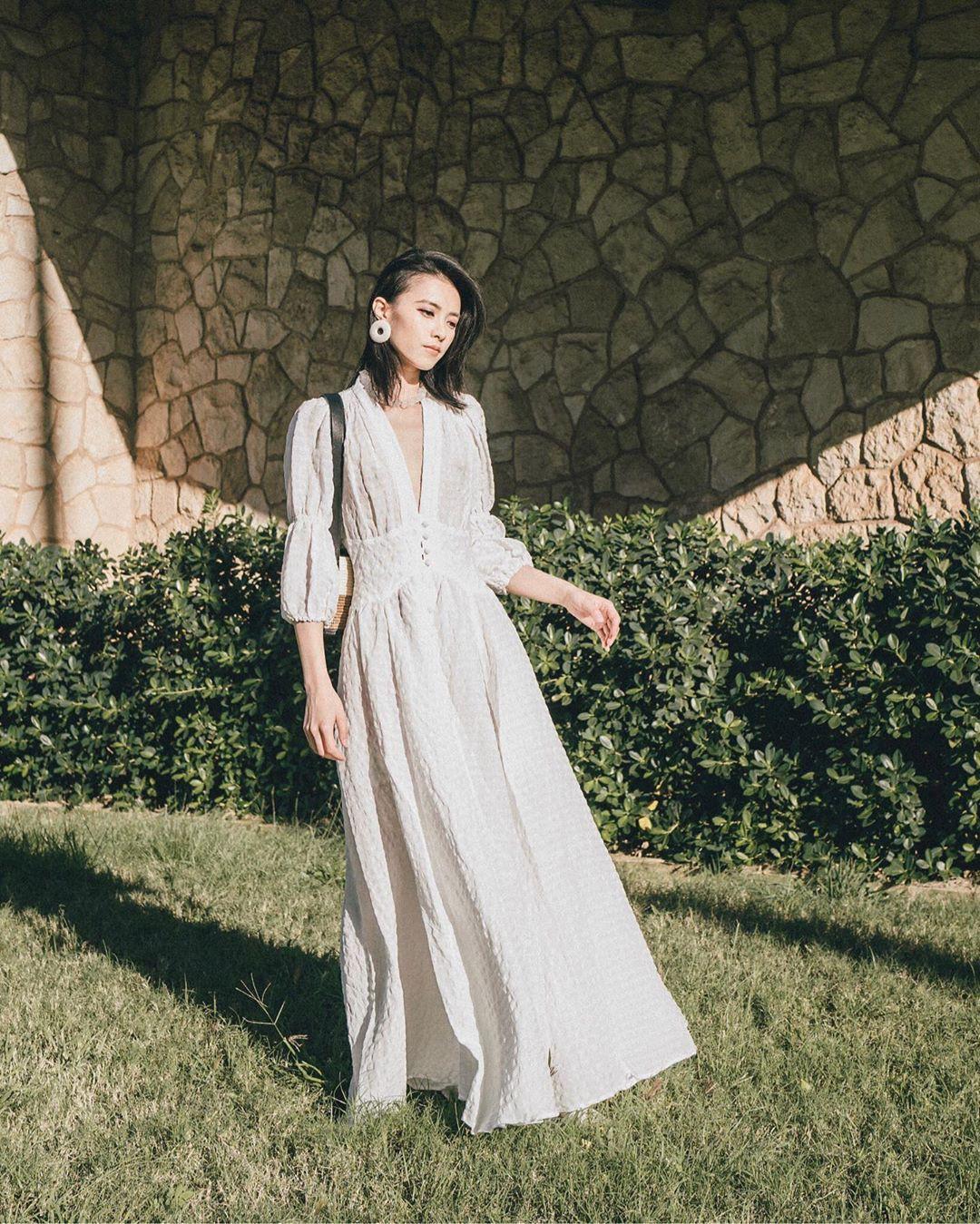 Bỗng thấy không kiểu váy nào vượt qua được váy dáng dài về độ sang chảnh, yêu kiều và hợp rơ với tiết trời se lạnh - Ảnh 11