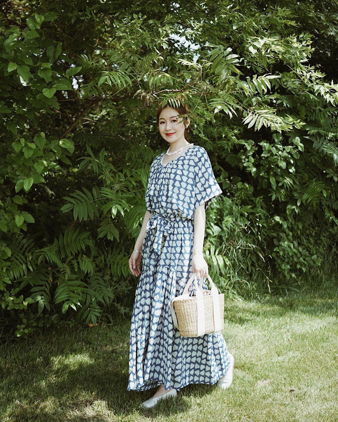 Bỗng thấy không kiểu váy nào vượt qua được váy dáng dài về độ sang chảnh, yêu kiều và hợp rơ với tiết trời se lạnh - Ảnh 15