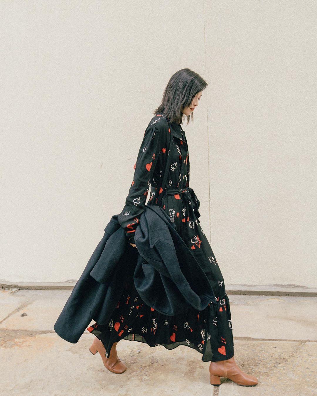 Bỗng thấy không kiểu váy nào vượt qua được váy dáng dài về độ sang chảnh, yêu kiều và hợp rơ với tiết trời se lạnh - Ảnh 9