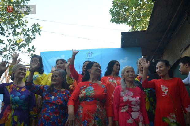 Ngày 20/10 đặc biệt của những phận người phụ nữ nghèo khổ trong xóm trọ tồi tàn ở Hà Nội - Ảnh 1