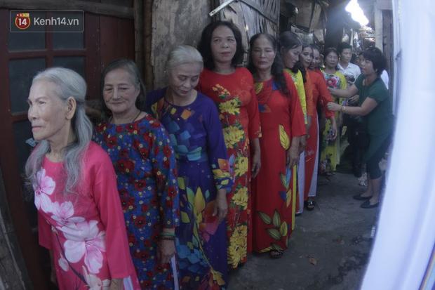 Ngày 20/10 đặc biệt của những phận người phụ nữ nghèo khổ trong xóm trọ tồi tàn ở Hà Nội - Ảnh 5