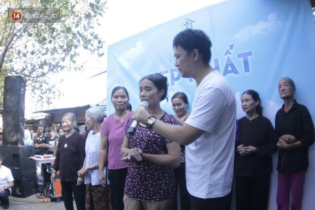 Ngày 20/10 đặc biệt của những phận người phụ nữ nghèo khổ trong xóm trọ tồi tàn ở Hà Nội - Ảnh 8