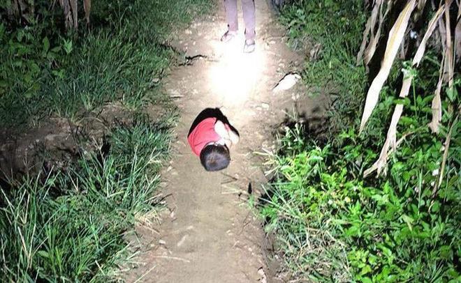 Bắc Ninh: Bị người thân bỏ rơi, bé trai 3 tuổi nằm thoi thóp vì đói rét dưới chân cầu - Ảnh 3