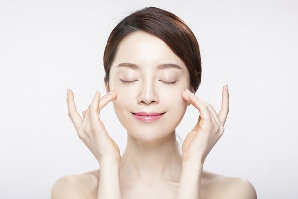 Để Tết này tự tin khoe mặt mộc với làn da trắng mịn, không tì vết, hãy học phụ nữ Hàn làm đẹp theo 5 cách này - Ảnh 3