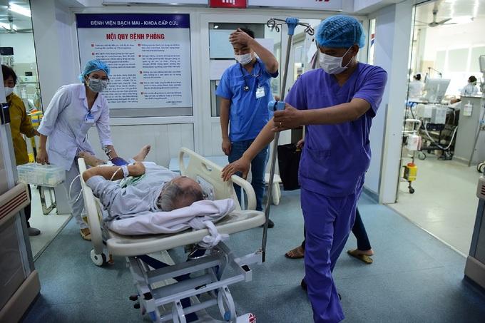 Bác sĩ cấp cứu ở viện Bạch Mai: 'Thời gian một giây cũng là vàng' - Ảnh 2