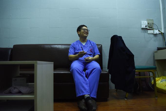 Bác sĩ cấp cứu ở viện Bạch Mai: 'Thời gian một giây cũng là vàng' - Ảnh 10