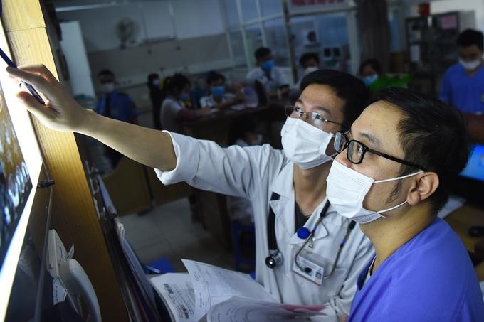 Bác sĩ cấp cứu ở viện Bạch Mai: 'Thời gian một giây cũng là vàng' - Ảnh 3
