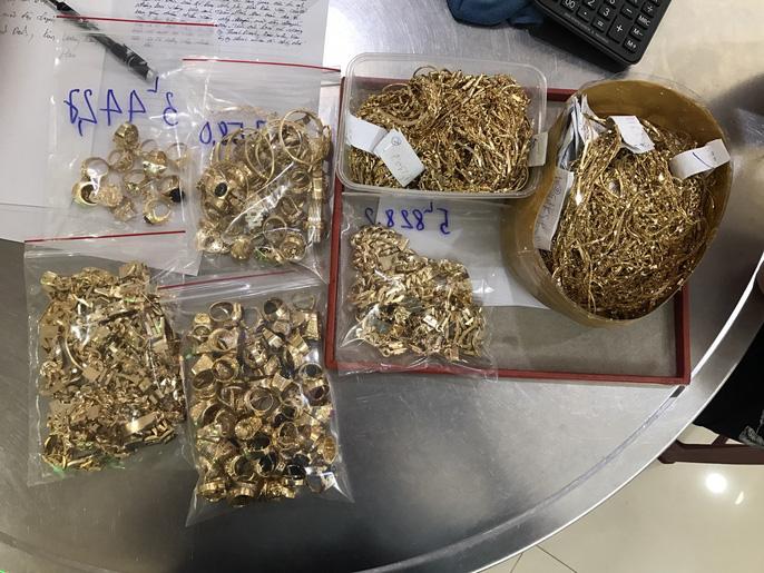 Bất ngờ vụ bán 230 lượng vàng: Lấy trộm của chủ trong 6 năm liền - Ảnh 4