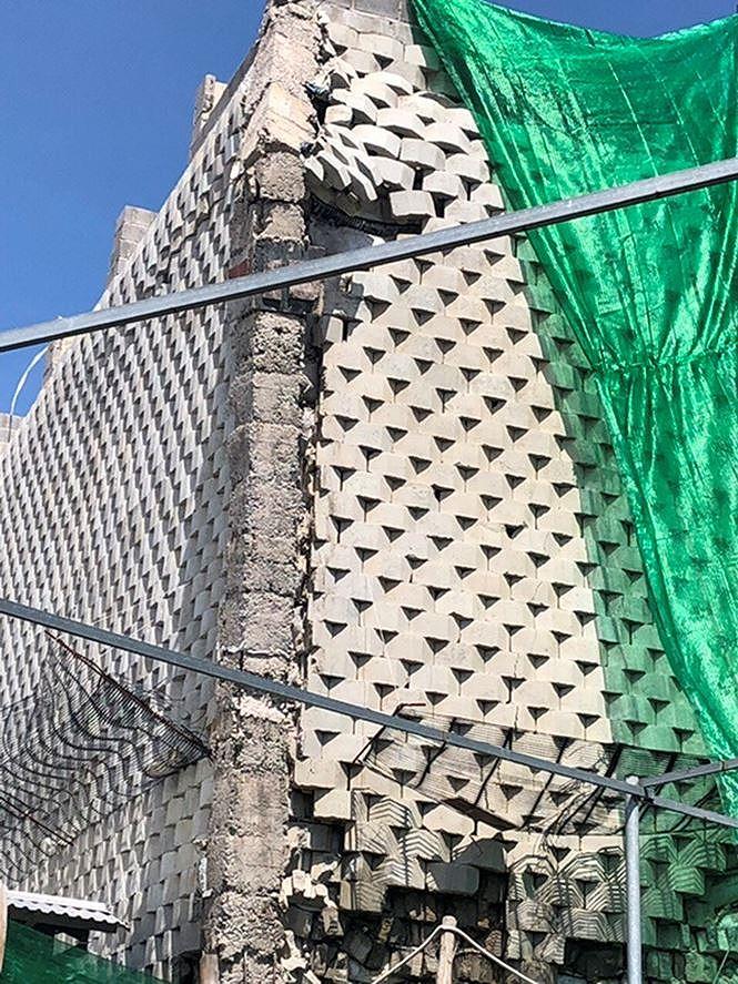 Cưỡng chế tường 'khủng' treo trên đầu dân tại dự án Đồi Xanh Nha Trang - Ảnh 2