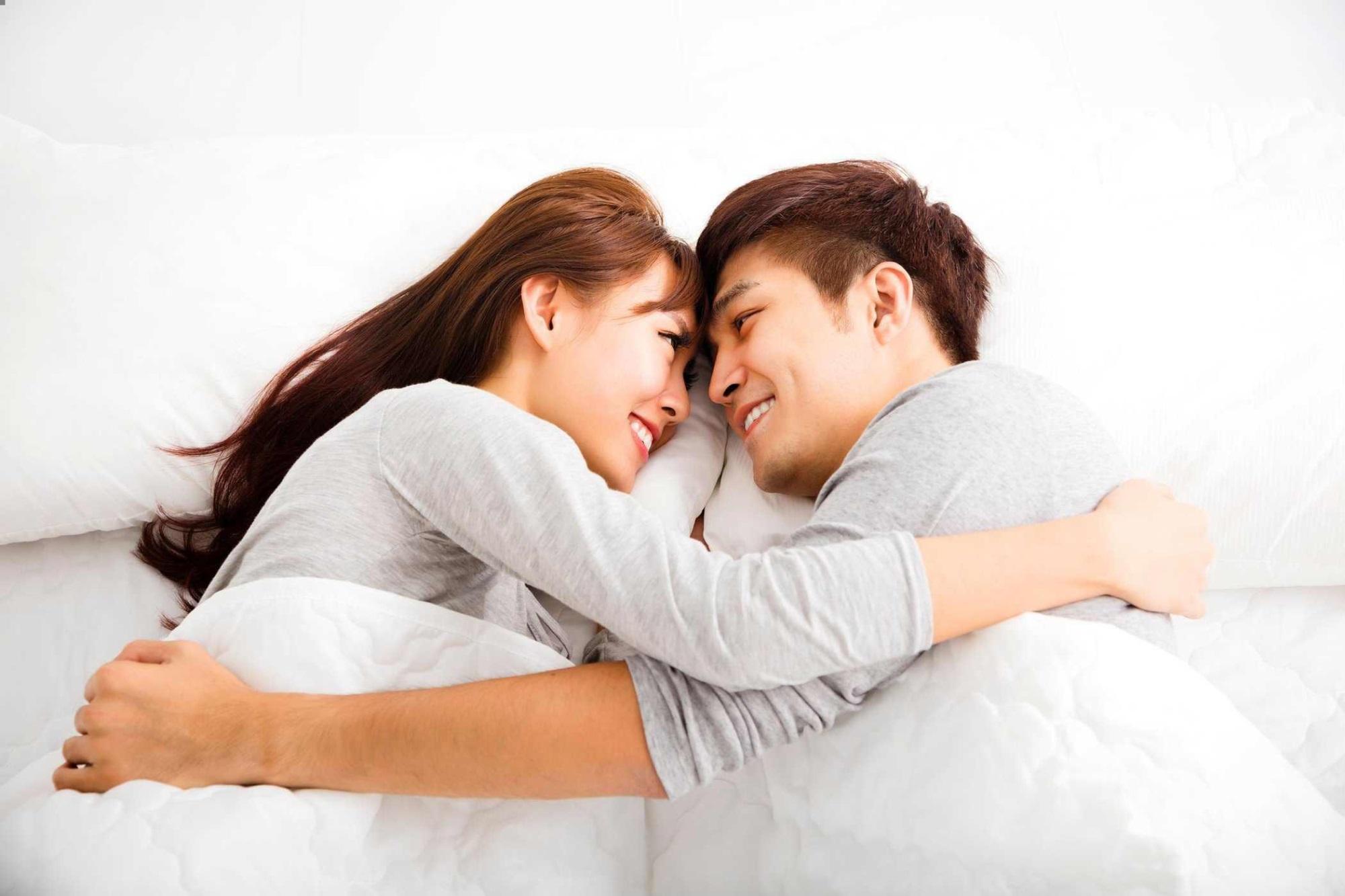 Khi chuẩn bị lên giường với người đàn bà khác, đàn ông có nghĩ đến vợ? - Ảnh 4