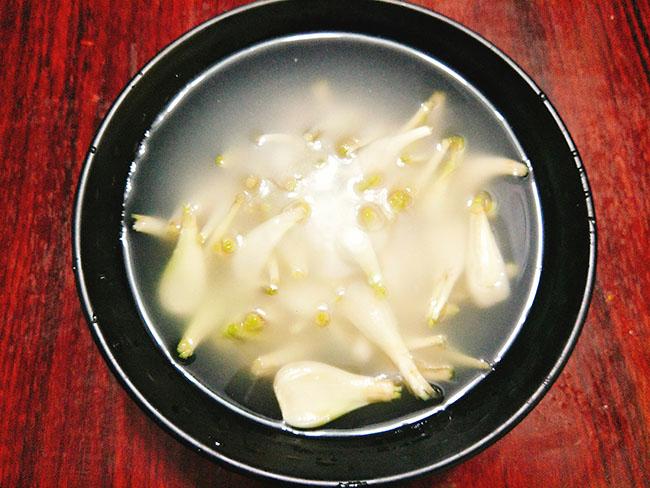 Bí quyết muối hành chua giòn, không nổi váng cực ngon đón Tết - Ảnh 4