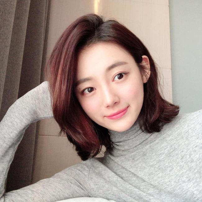 Nhờ 5 bước skincare buổi sáng, các quý cô xứ Hàn luôn duy trì được làn da căng mịn mướt mát nguyên cả ngày dài - Ảnh 3